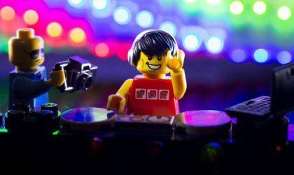 Смотрите, как Mixmag создает клуб из Lego