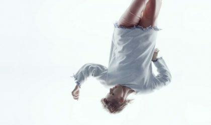 """Смотрите новый клип Royksopp и Robyn """"Monument"""": физиология и графика"""