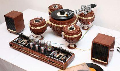 Умелец сконструировал действующий виниловый проигрыватель из Lego