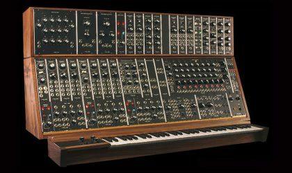 Moog возобновляет производство модульных синтезаторов