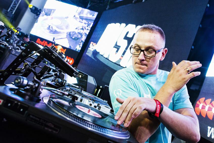 DJ Monsta вышел в финал чемпионата DMC Online
