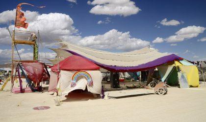 Смотрите фотографии лагеря Black Rock City с Burning Man 2015