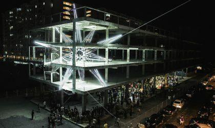 Гигантскую светодиодную звезду поместили в заброшенное здание в Малайзии