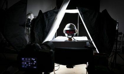 Смотрите фотографии, как создаются шлемы Daft Punk