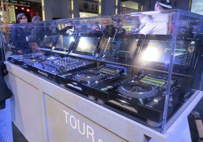 Pioneer DJ показала прототипы новых аппаратов CDJ и DJM серии Tour