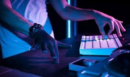 MIDI-контроллер Remidi T8 встроили в перчатку