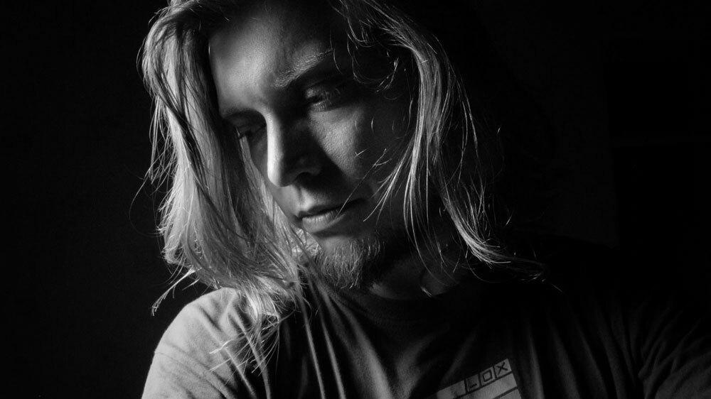 Слушайте новые треки Станислава Толкачева