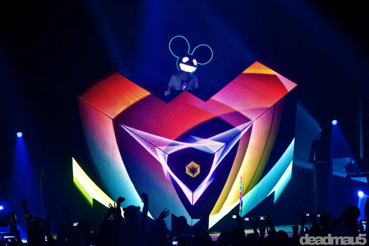Deadmau5 показал обновленный дизайн своей сцены-куба