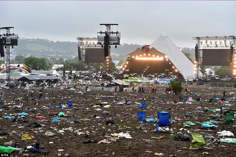 135 тысяч посетителей Glastonbury оставили после себя больше одной тысячи тонн мусора
