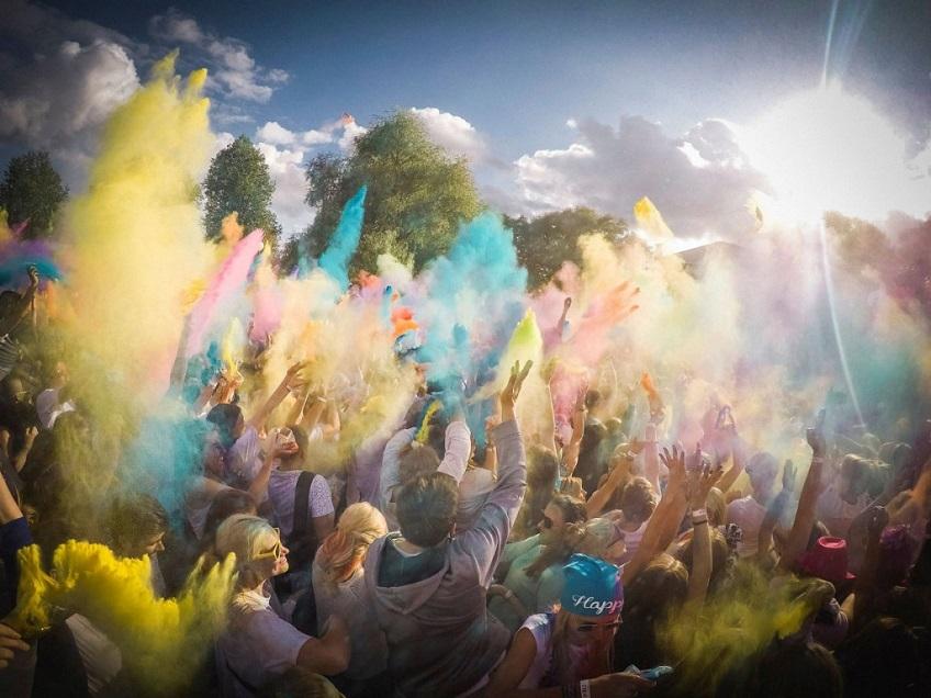 В эту субботу на Луцавсале пройдет фестиваль красок Holi