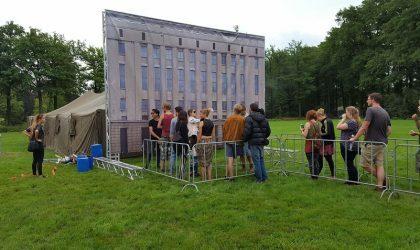 На фестивале Beyond поставили инсталляцию в виде фасада Berghain
