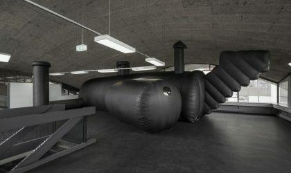 Архитекторы из Швейцарии сделали себе надувной клуб