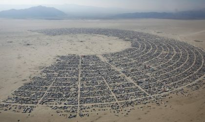 Посетители Burning Man испражняются на дальней плайе. Организаторы хотят, чтобы они пользовались специальными пакетами