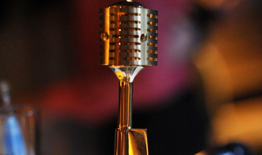 Zelta Mikrofons