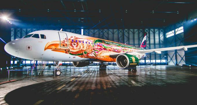 Brussels Airlines сделала самолет в тематике Tomorrowland