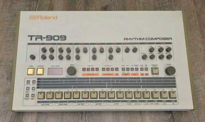 На продажу выставлена ритм-машина Roland TR-909 группы Daft Punk