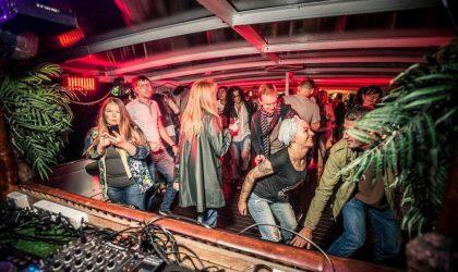 Фотографии с вечеринки – завершения сезона Amber Muse's Das Boot party