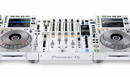 Pioneer DJ ограниченным тиражом выпустит белые плееры и микшер серии NXS2