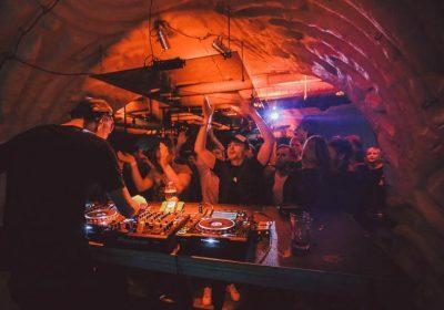 Слушайте сет Lovebirds на вечеринке Amber Muse в Риге