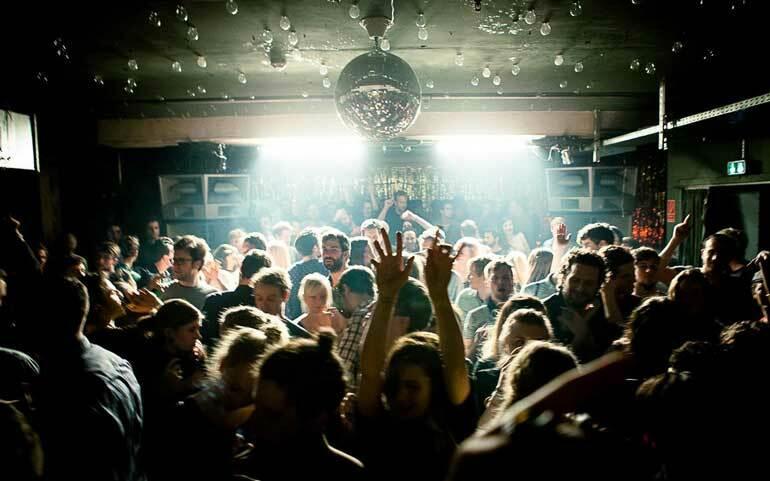 Берлин выделит 1 млн. евро, чтобы снабдить клубы защитой от шума