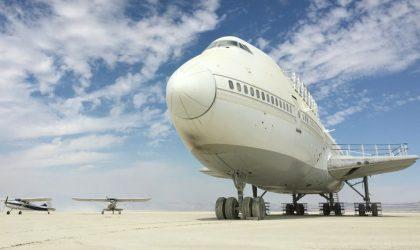 Boeing 747 c Burning Man застрял в пустыне