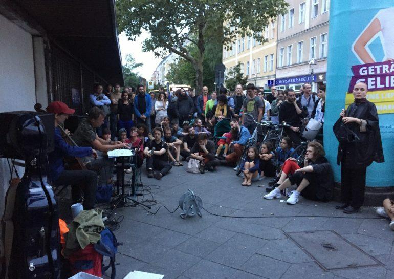 Deutsche Bahn отказалась использовать атональную музыку, чтобы выгнать бездомных со станций