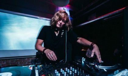 Лена Попова сыграла виниловый техно-микс на RTS.FM