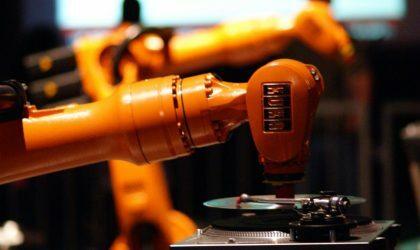 Смотрите видео, на которых роботы диджеят
