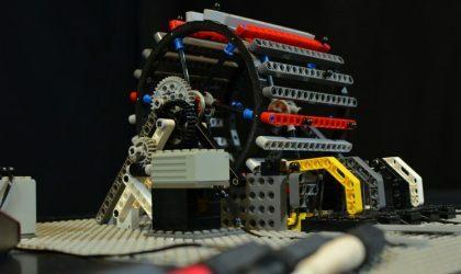 Итальянец вдохновился идеями Леонардо да Винчи и собрал драм-машину из Lego