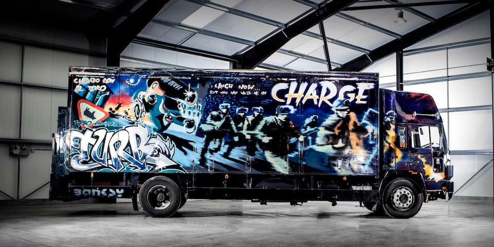 Фургон с граффити Бэнкси планируют продать с аукциона за 1 млн.