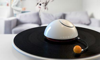 Дизайнер Эльхам Мирзапур придумала проигрыватель в виде Сатурна