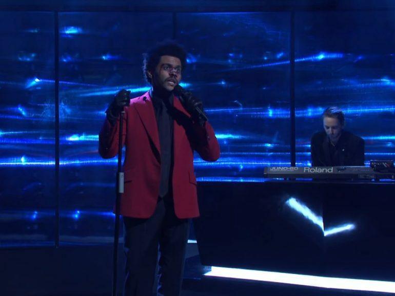 The Weeknd и Oneohtrix Point Never исполнили новую песню на Saturday Night Live