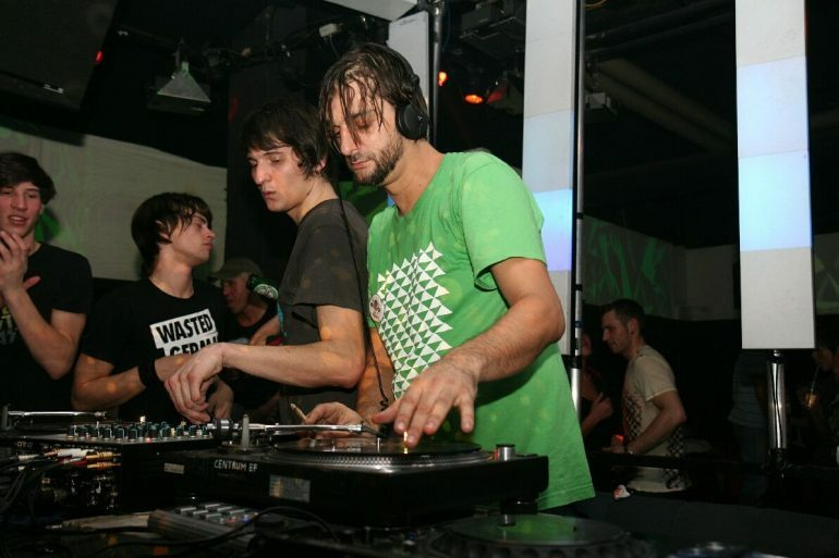 Рикардо Виллалобос и Raresh сыграли бэк-ту-бэк в Essential Mix