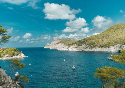 Испания откроется для туристов этой весной
