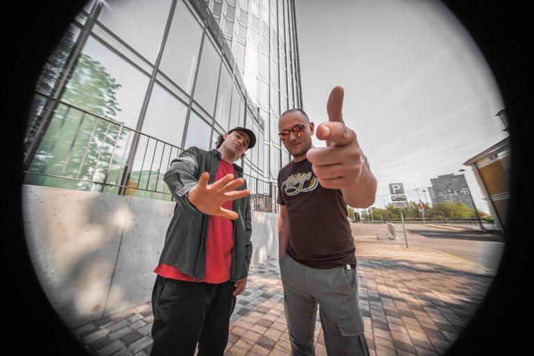 Диджейский дуэт Skrapneshi выпустил дебютный сингл «Celiņi uz platēm»