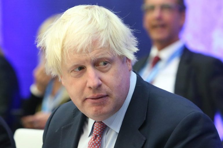Великобритания планирует отменить масочный режим и открыть клубы