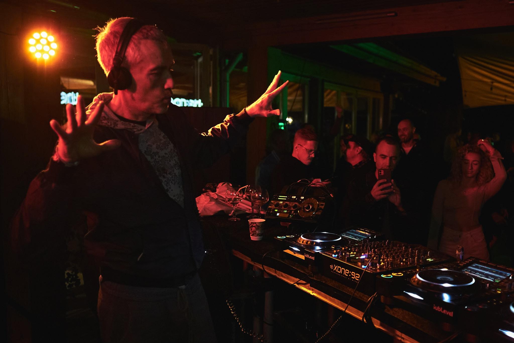 Микс дня: DJ T на вечеринке The Room Avantgarden