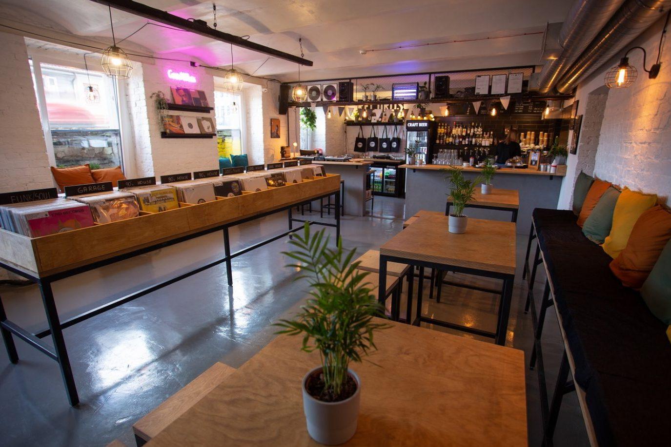 В Риге открылся новый магазин пластинок Down Street
